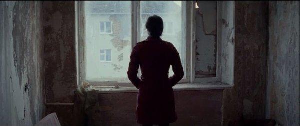 лиля у окна